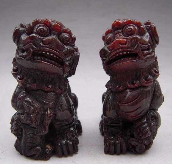 Pair Tibet Tibetan Yak Horn Carved Guardian Foo Fu Dog Statue
